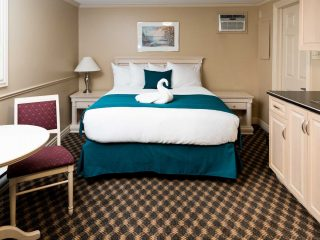royal-inn-suites-hvgb-labrador-guest-room-plus