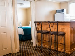 royal-inn-suites-hvgb-labrador-pet-friendly-room-3