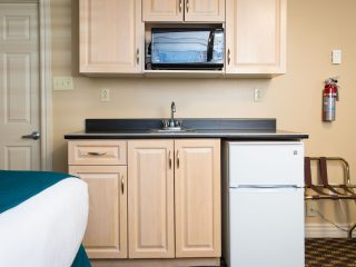 royal-inn-suites-hvgb-labrador-room-20-2