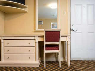 royal-inn-suites-hvgb-labrador-room-20-4