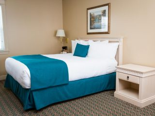 royal-inn-suites-hvgb-labrador-room-46-2